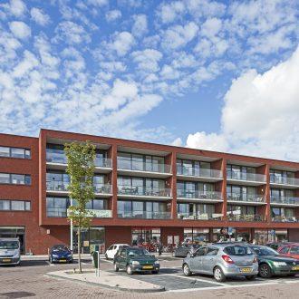 Centrumplan met Jumbo supermarkt, appartementen en parkeergarage in de Lier Westland.