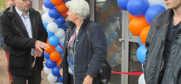 Alderman inaugurated last phase shopping centre de Balken in Blaricum