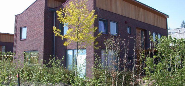 Villa`s en tweekappers in Lelystad met tuin aan de zijkant