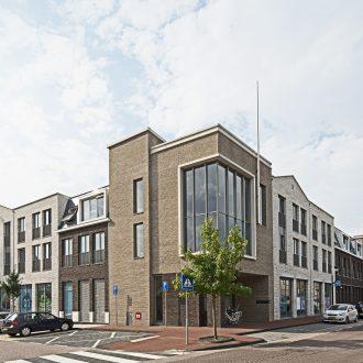 Appartementen en AH supermarkt met parkeergarage in de Lier Westland